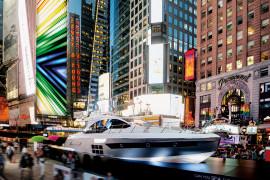 Times Square - per la prima volta nella storia uno yacht esposto nella piazza più famosa del mondo